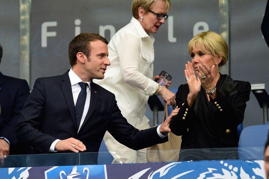 Emmanuel Macron et son épouse Brigitte samedi soir au stade de France pour la rencontre PSG- Angers.