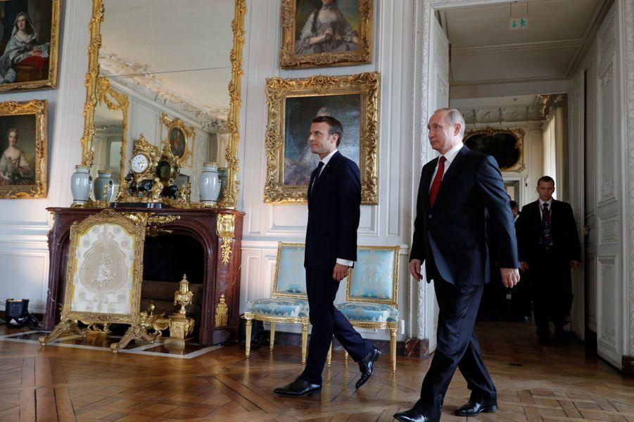 Emmanuel Macron accueille Vladimir Poutine lundi au château de Versailles.