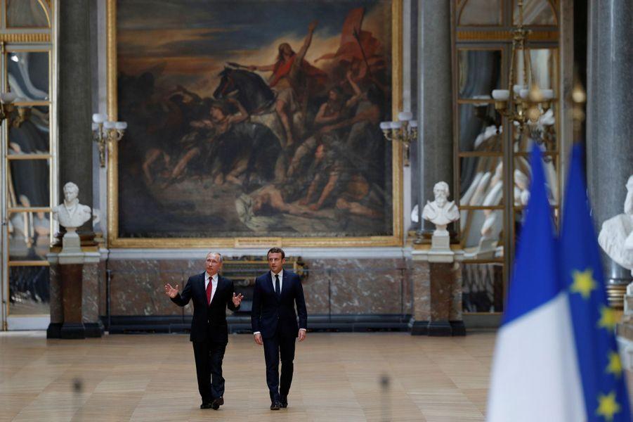 Emmanuel Macron et Vladimir Poutine lundi au château de Versailles.