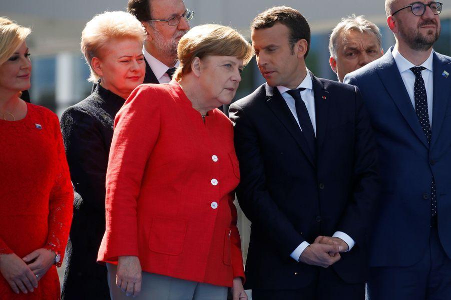 Angela Merkel et Emmanuel Macron au sommet de l'Otan