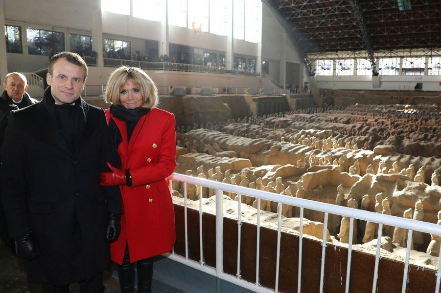 Emmanuel et Brigitte Macron àXiansur lesite de la célèbre armée enterrée deQin Shi Huang.