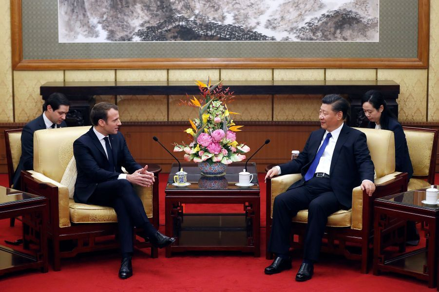 Emmanuel Macron rencontre son homologueXi Jinping, à l'Hôtel Diaoyutade Pékin.