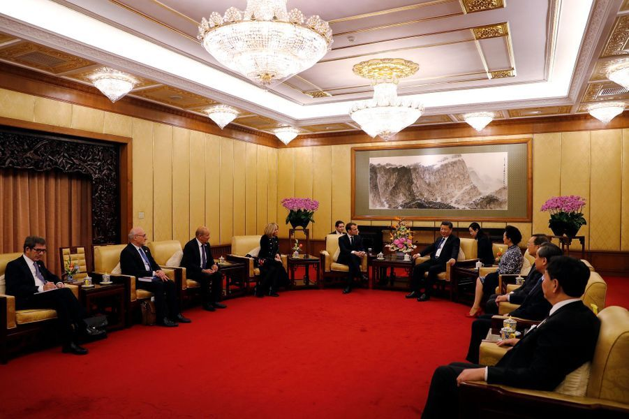 Emmanuel Macron et son épouse Brigitte rencontrent le président Xi Jinping et sa femme Peng Liyuan,à l'Hôtel Diaoyutade Pékin.