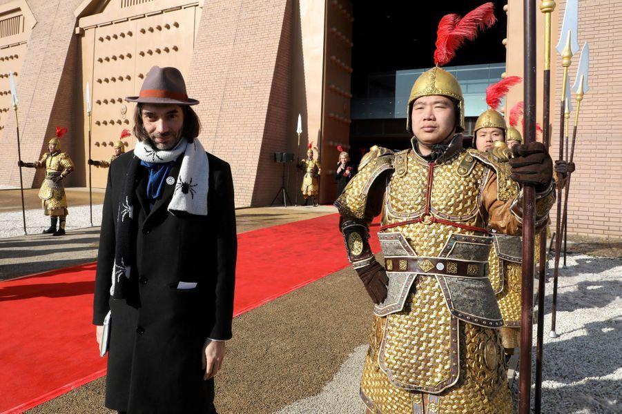 Le député CédricVillani devant le PalaisDaminggong, à Xian.