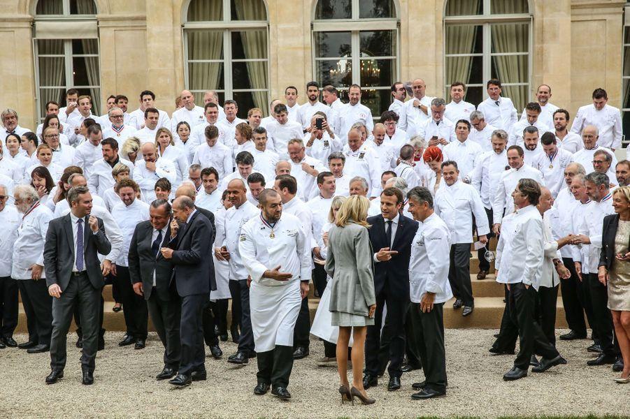Emmanuel Macron et son épouse Brigitte ont reçu 180 chefs étoilés à l'Elysée.