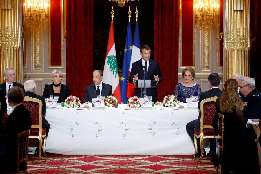 Emmanuel Macron prononce une allocution avant le dîner d'Etat, lundi soir.
