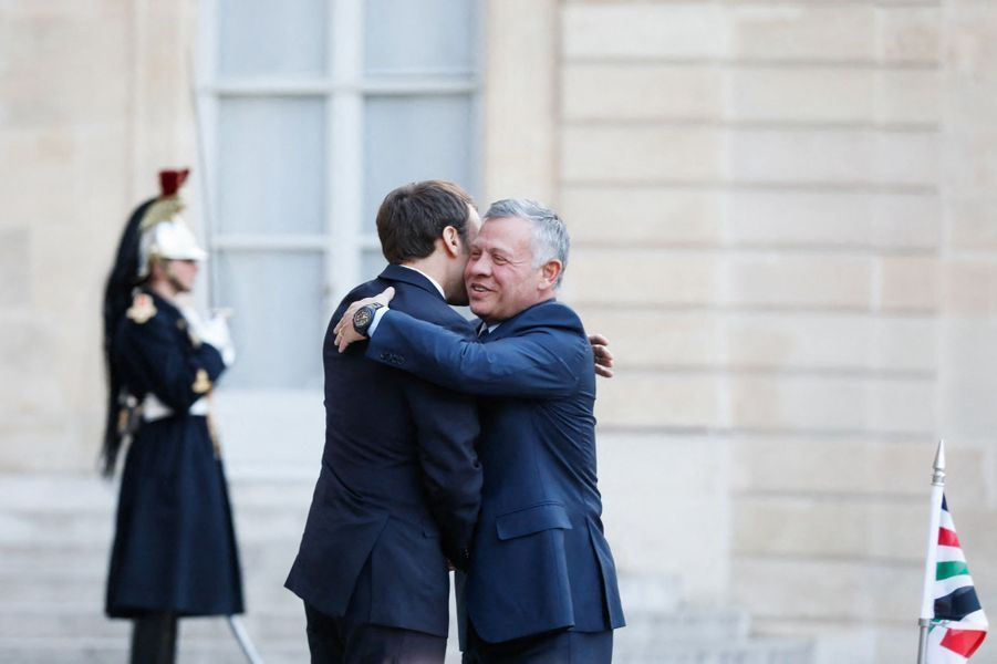 Emmanuel Macron reçoit à l'Elyséele roi Abdallah II de Jordanie.