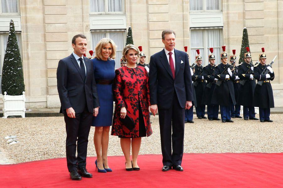 Emmanuel et Brigitte Macron accueillent à l'Elyséele grand-duc Henri de Luxembourg et sonépouse Maria Teresa.