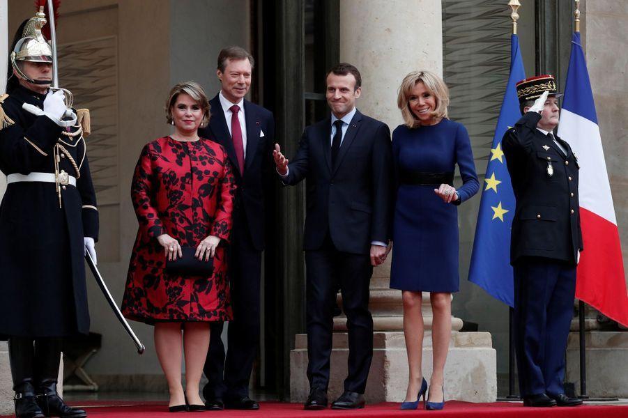 Emmanuel et Brigitte Macron reçoiventà l'Elyséele grand-duc Henri de Luxembourg et sonépouse Maria Teresa.