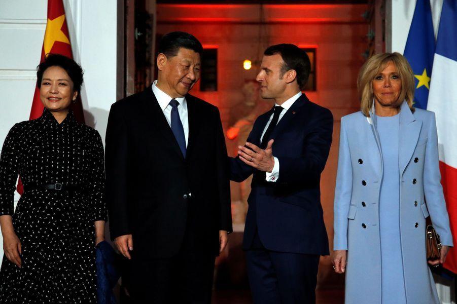 La Première dame chinoisePeng Liyuan,Xi Jinping,Emmanuel Macron et son épouse Brigitte dimanche soir à la villa Kérylos,à Beaulieu-sur-Mer.