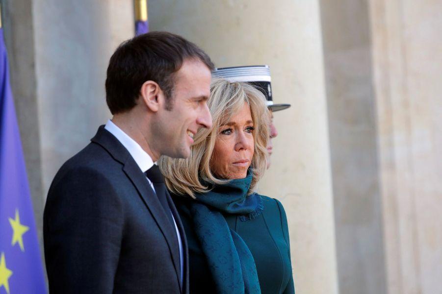 Emmanuel et Brigitte Macron reçoivent à l'Elysée François Legault,le nouveau Premier ministre du Québec, et sa femme Isabelle Brais.
