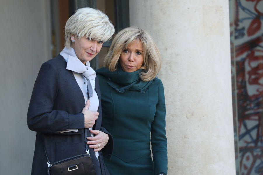 Brigitte Macron et Isabelle Brais.
