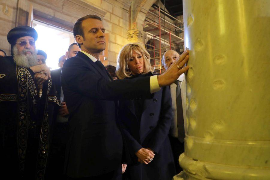 Au Caire mardi matin, Emmanuel Macron et son épouse Brigitte ont visitél'église Saint-Pierre-et-Saint-Paul et la cathédrale Saint-Marc.