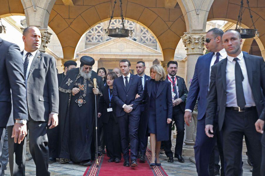 Emmanuel Macron etson épouse Brigittevisitent l'église Saint-Pierre-et-Saint-Paul au Caire, visée en décembre 2016 par un attentat à la bombe.