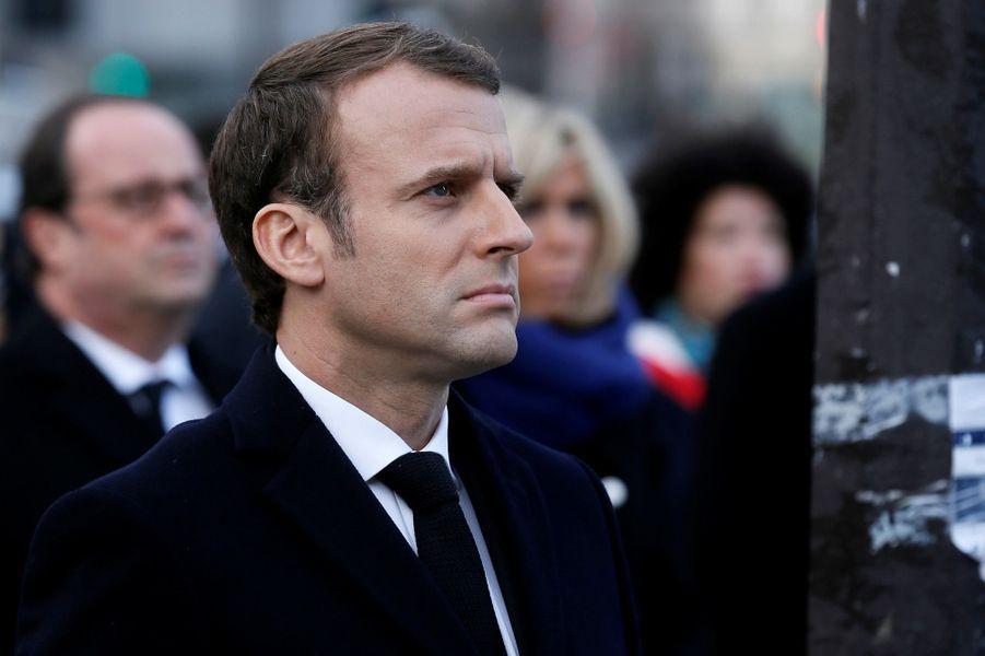 Emmanuel Macron lors de la cérémonie devant Le Carillon et Le Petit Cambodge.