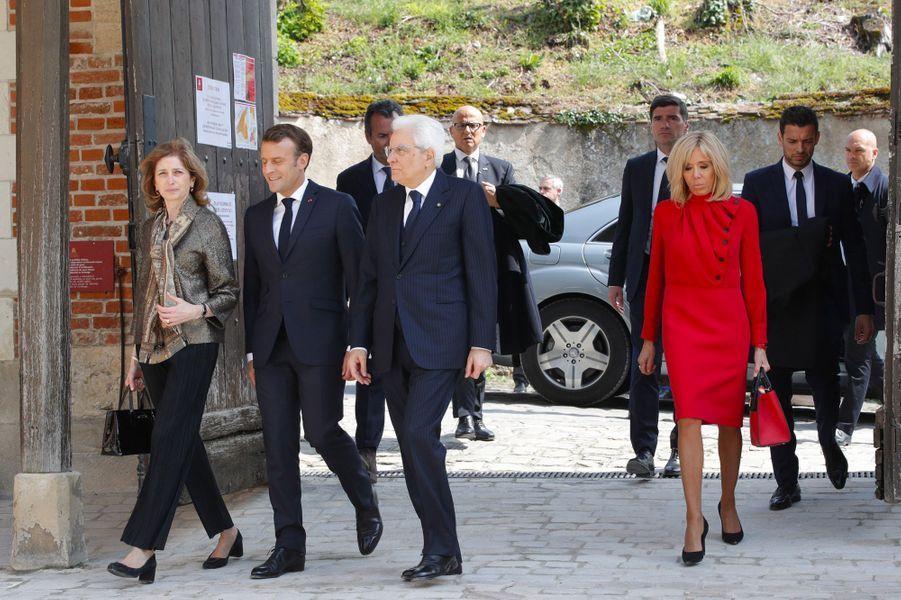 Emmanuel et Brigitte Macron arrivent au château du Clos-Lucé, également à Amboise, pour une visite en compagnie de Sergio Mattarella et Laura, sa fille.