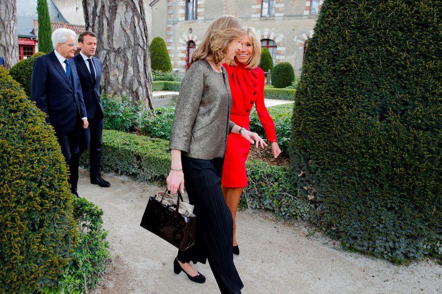 Laura Mattarella, fille du président italien Sergio Mattarella, Emmanuel et Brigitte Macron, visitent jeudi le château du Clos-Lucé à Amboise, en Indre-et-Loire.
