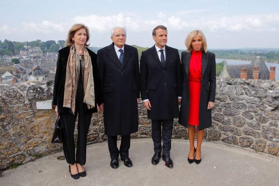 Laura Mattarella, fille du président italien Sergio Mattarella, Emmanuel et Brigitte Macron, jeudi au château d'Amboise, en Indre-et-Loire.