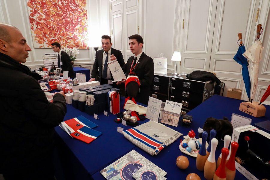 La boutique de produits dérivés de l'Elysée installée pour la«Grande exposition du Fabriqué en France».