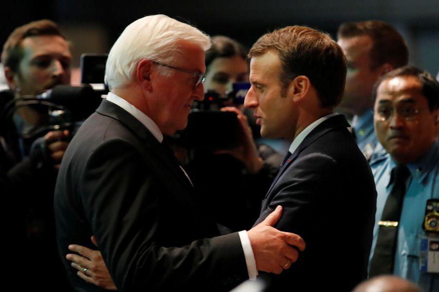 Emmanuel Macron et le président allemand Frank-Walter Steinmeierau World Convention Center de Bonn pour la COP23, en début d'après-midi le 15 novembre 2017.