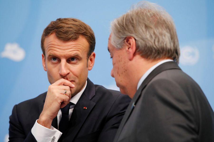 Emmanuel Macronet le secrétaire général des Nations unies Antonio Guterres, avec lequel il aura une réunion bilatérale après son discours,à Bonn pour la COP23, le 15 novembre 2017.