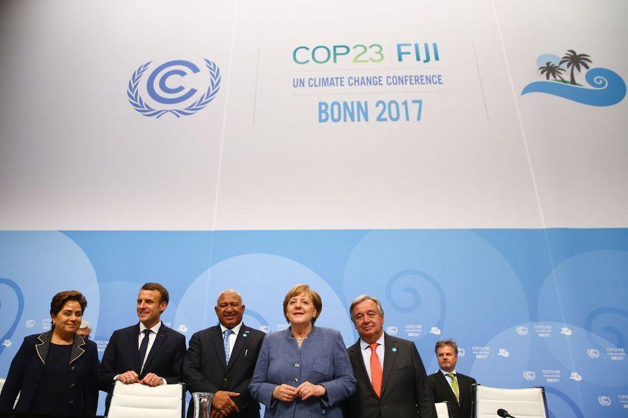 Patricia Espinosa, Emmanuel Macron,Frank Bainimarama, Angela Merkel et Antonio Guterresà Bonn pour la COP23, le 15 novembre 2017.