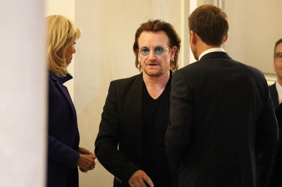 Bono lundi soir à l'Elysée en compagnie d'Emmanuel et Brigitte Macron.