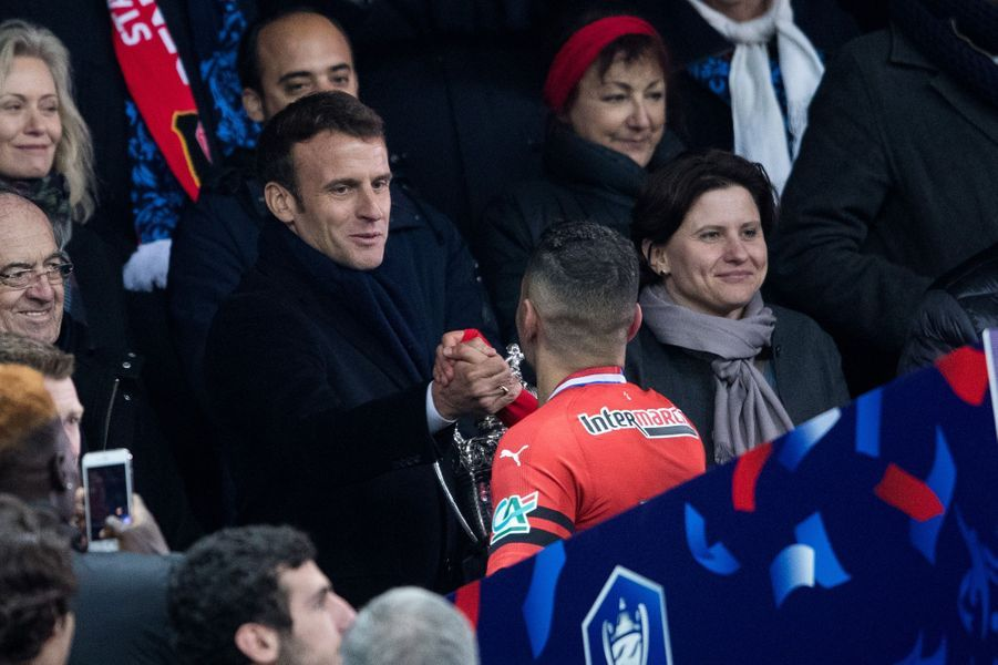 Emmanuel Macron félicite Hatem Ben Harfa.