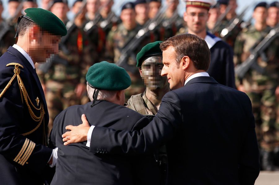 Emmanuel Macron avec le vétéranLéon Gautier