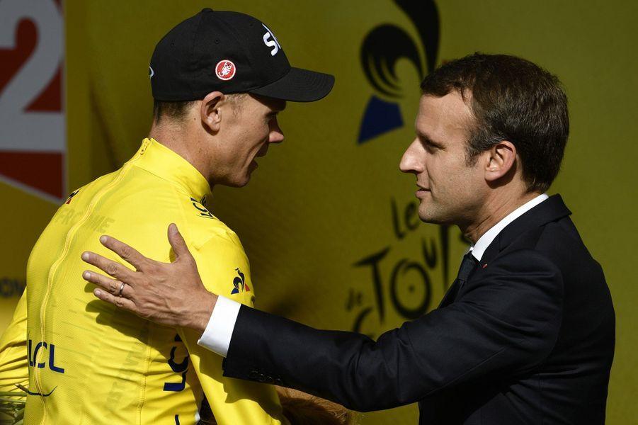 Emmanuel Macron etChristopher Froome, à la fin de la 17ème étape du Tour de France