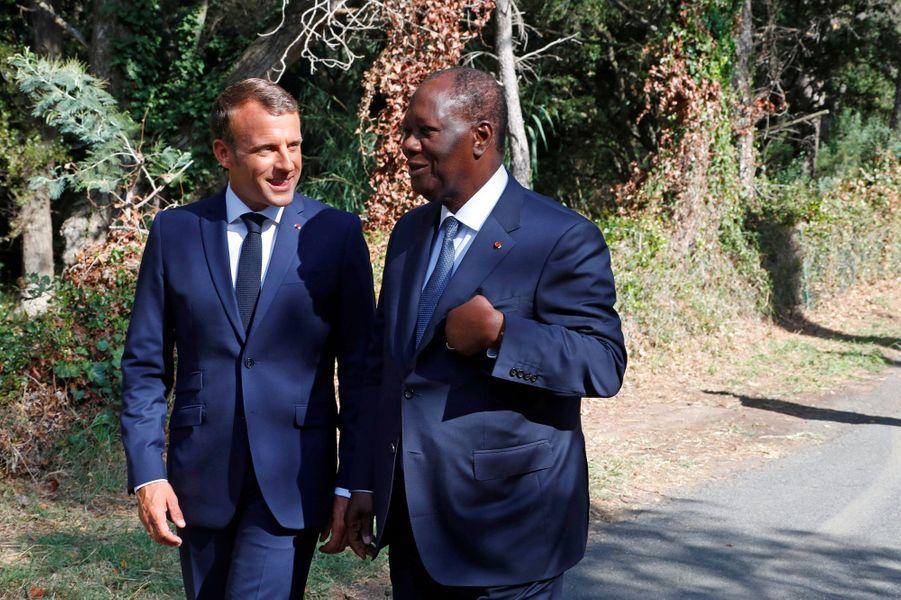 Emmanuel Macron avec le président ivoirien Alassane Ouattara, à Boulouris-sur-Mer.