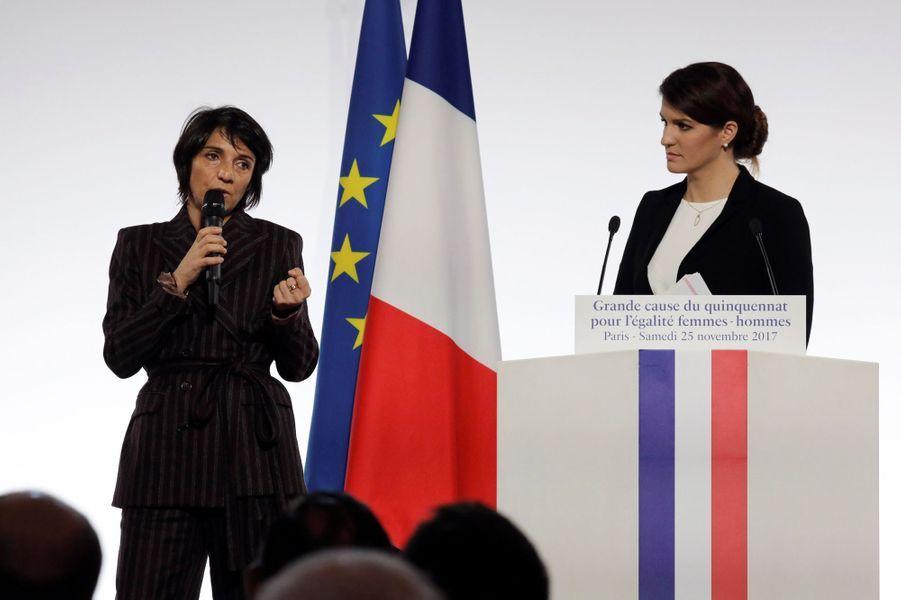 Florence Foresti et Marlène Schiappa à l'Elysée, le 25 novembre 2017.