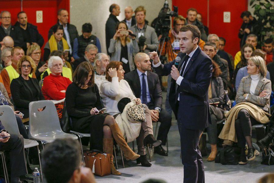 Emmanuel Macron face aux citoyens àBourg-de-Péage, jeudi