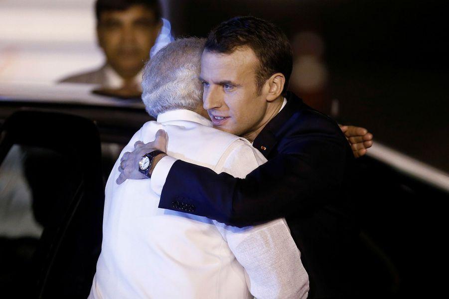 Narendra Modi accueillant Emmanuel et Brigitte Macron, le 9 mars 2018.