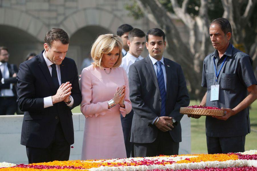 Narendra Modi accueillant Emmanuel et Brigitte Macron, le 10 mars 2018.