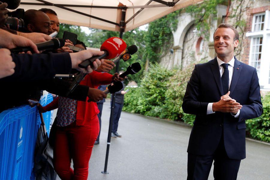 Le président de la République Emmanuel Macron s'est rendu à Clairefontaine afin de rencontrer l'équipe de France de football avant la Coupe du Monde en Russie.