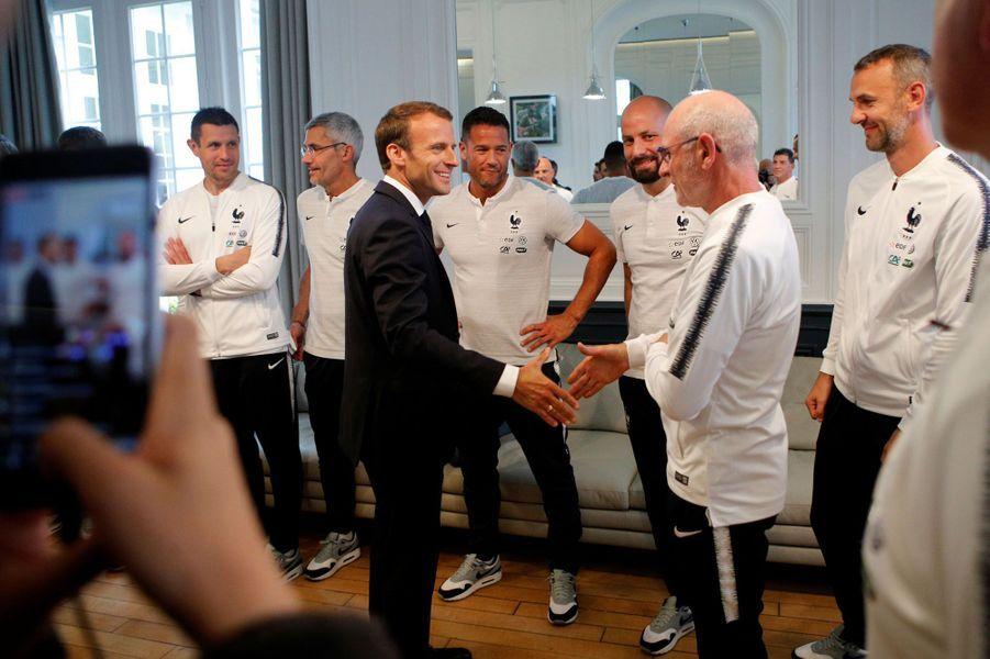 Emmanuel Macron prend la parole devant les Bleus