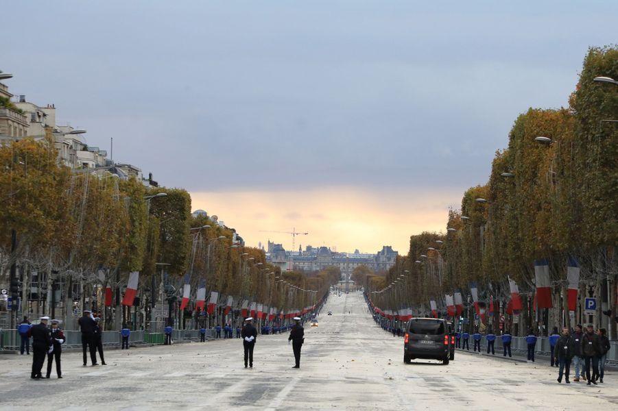Les Champs-Elysées avant l'arrivée des dignitaires