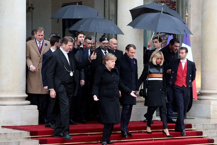 La Chancelière allemande Angela Merkel conduit la délégation des chefs d'Etat