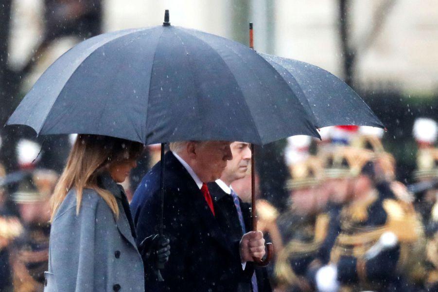 Donald et Melania Trump arrivent à l'Arc de Triomphe.