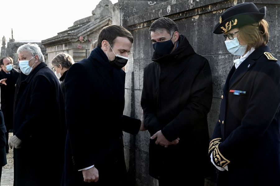 Emmanuel Macron et Olivier Faure à Jarnac vendredi pour le 25e anniversaire de la mort de François Mitterrand.