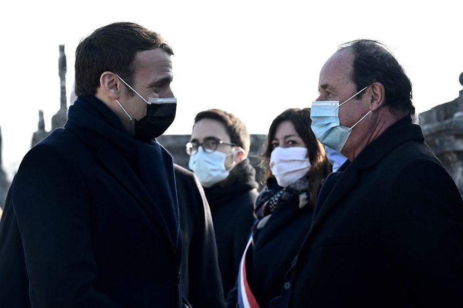 Emmanuel Macron et François Hollande à Jarnac vendredi pour le 25e anniversaire de la mort de François Mitterrand.