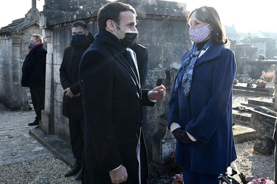 Emmanuel Macron et Ségolène Royal à Jarnac vendredi pour le 25e anniversaire de la mort de François Mitterrand.