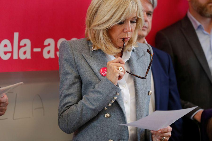 Brigitte Macron lit un texte de Leïla Slimani pour la dictée annuelle organisée par l'Association ELA.