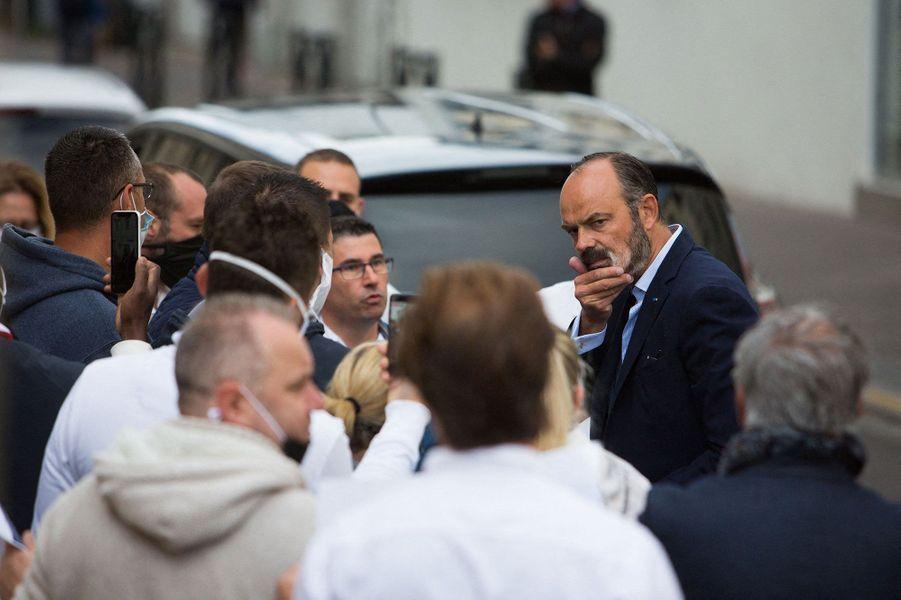 Auparavant, le Premier ministre a été accueilli par un collectif d'exploitants du milieu de la nuit , avec lesquels il a échangé.