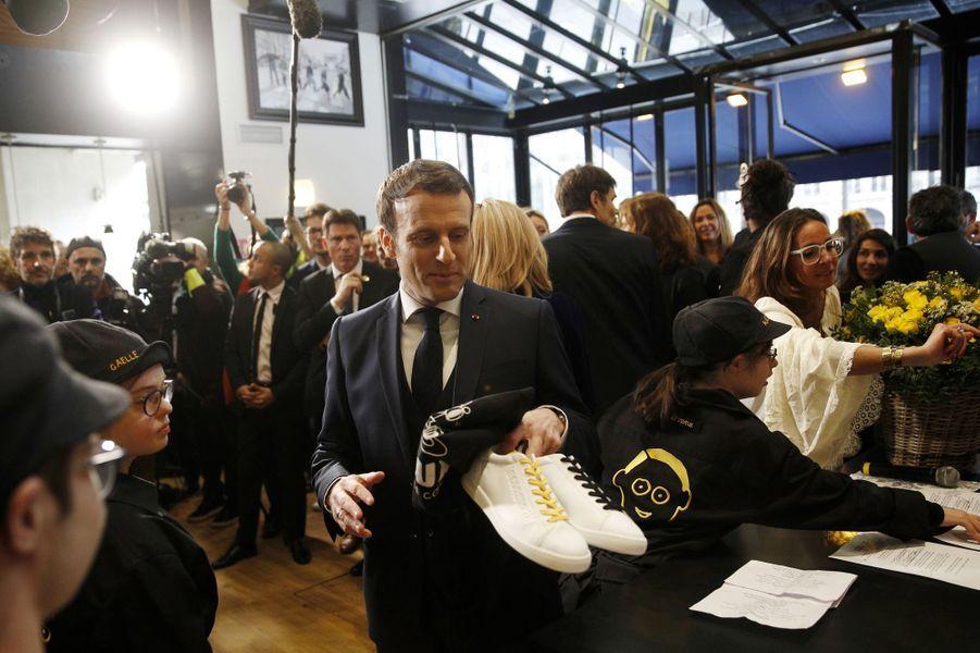 Emmanuel Macron a inauguré lundi sur les Champs Elysées le Café Joyeux.