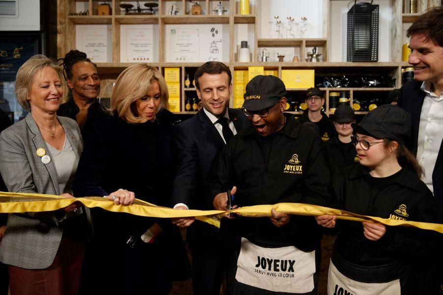 Inauguration duCafé Joyeux sur les Champs Elyséesen présence d'Emmanuel et Brigitte Macron et Sophie Cluzel.
