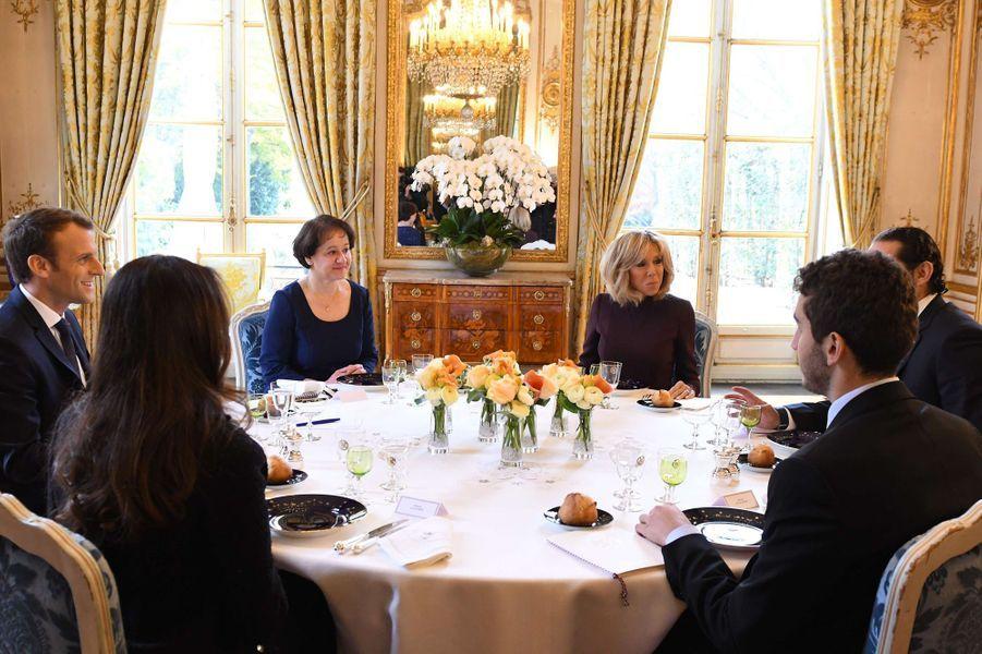Saad Hariri, sa femme Lara et leur fils aîné Houssam déjeunent à l'Elysée avec Emmanuel et Brigitte Macron.