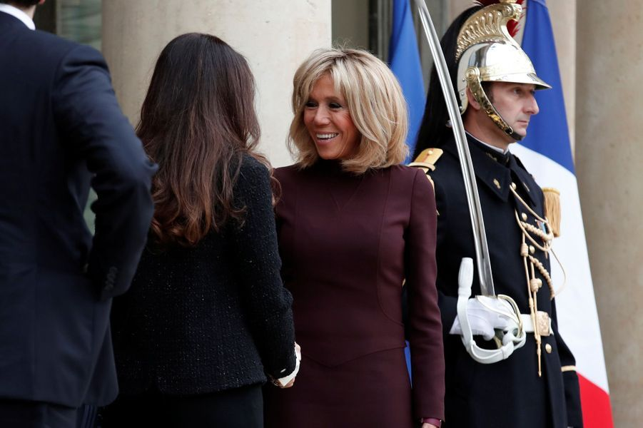 Brigitte Macron et LaraHariri sur le perron de l'Elysée.