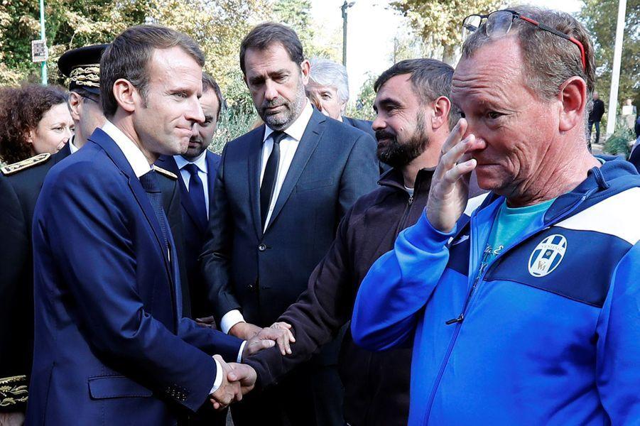 Accompagné de Christophe Castaner,EmmanuelMacron rencontre les sinistrés deVillalier.